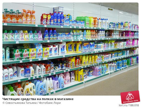 Чистящие средства на полках в магазине, фото № 188018, снято 17 мая 2007 г. (c) Севостьянова Татьяна / Фотобанк Лори