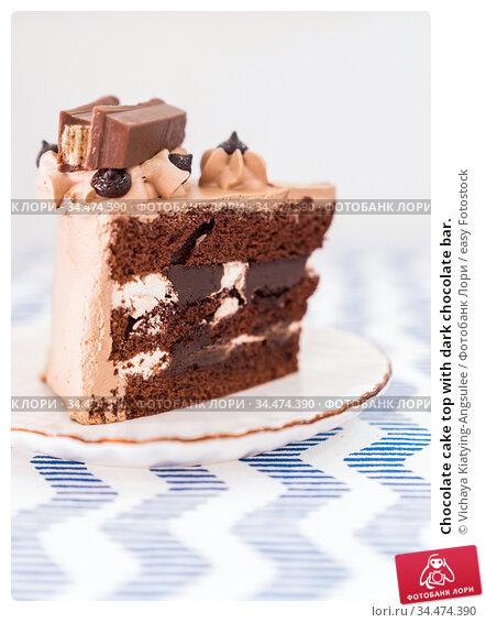 Chocolate cake top with dark chocolate bar. Стоковое фото, фотограф Vichaya Kiatying-Angsulee / easy Fotostock / Фотобанк Лори