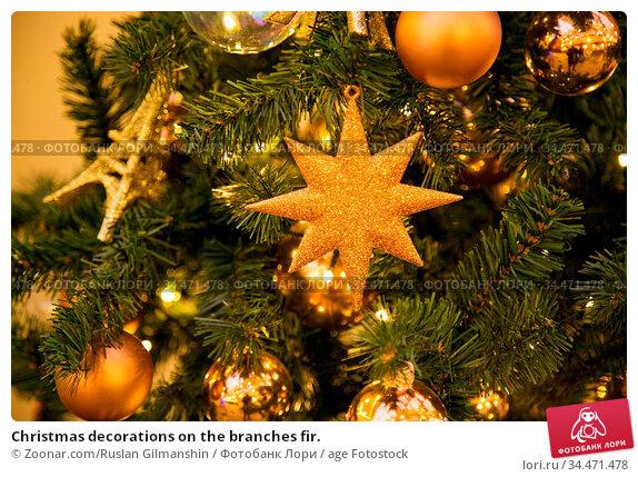 Christmas decorations on the branches fir. Стоковое фото, фотограф Zoonar.com/Ruslan Gilmanshin / age Fotostock / Фотобанк Лори