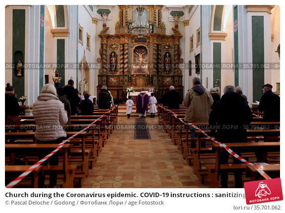 Church during the Coronavirus epidemic. COVID-19 instructions : sanitizing... Стоковое фото, фотограф Pascal Deloche / Godong / age Fotostock / Фотобанк Лори