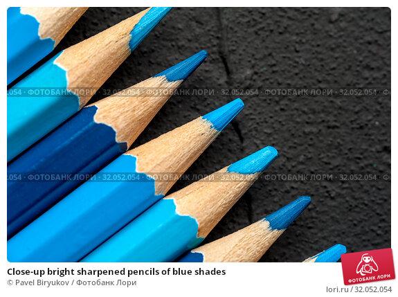 Close-up bright sharpened pencils of blue shades. Стоковое фото, фотограф Pavel Biryukov / Фотобанк Лори