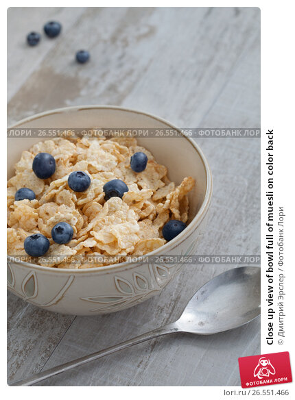 Close up view of bowl full of muesli on color back, фото № 26551466, снято 28 февраля 2015 г. (c) Дмитрий Эрслер / Фотобанк Лори