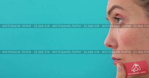 Close up woman thinking with interest touching chin. Стоковое видео, видеограф Ekaterina Demidova / Фотобанк Лори