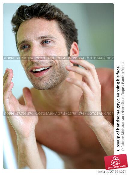 Купить «Closeup of handsome guy cleansing his face», фото № 27791274, снято 20 октября 2018 г. (c) PantherMedia / Фотобанк Лори