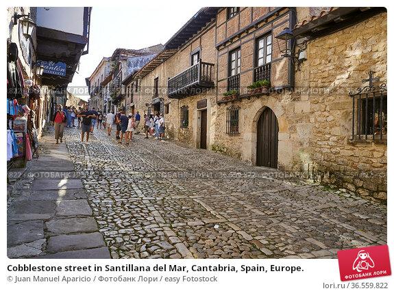 Cobblestone street in Santillana del Mar, Cantabria, Spain, Europe. Стоковое фото, фотограф Juan Manuel Aparicio / easy Fotostock / Фотобанк Лори