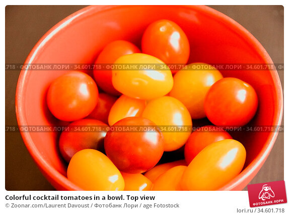 Colorful cocktail tomatoes in a bowl. Top view. Стоковое фото, фотограф Zoonar.com/Laurent Davoust / age Fotostock / Фотобанк Лори