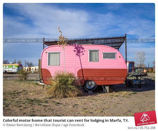 Colorful motor home that tourist can rent for lodging in Marfa, TX. Стоковое фото, фотограф Edwin Remsberg / age Fotostock / Фотобанк Лори