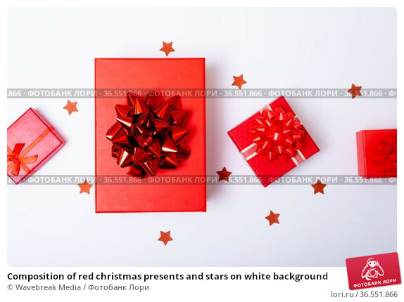 Composition of red christmas presents and stars on white background. Стоковое фото, агентство Wavebreak Media / Фотобанк Лори