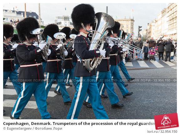 Copenhagen, Denmark. Trumpeters of the procession of the royal guardsmen (2017 год). Редакционное фото, фотограф EugeneSergeev / Фотобанк Лори