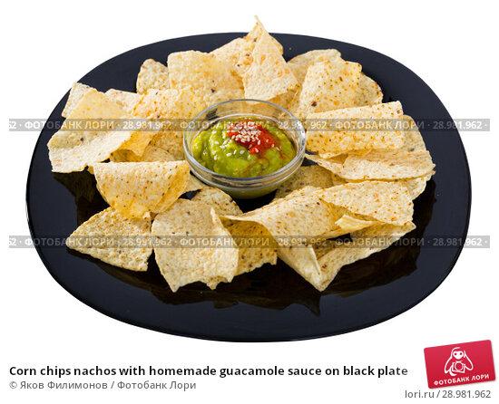Купить «Corn chips nachos with homemade guacamole sauce on black plate», фото № 28981962, снято 20 февраля 2019 г. (c) Яков Филимонов / Фотобанк Лори