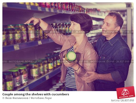 Купить «Couple among the shelves with cucumbers», фото № 26837010, снято 17 июля 2019 г. (c) Яков Филимонов / Фотобанк Лори