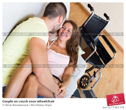 Пара инвалидов занимающихся сексом