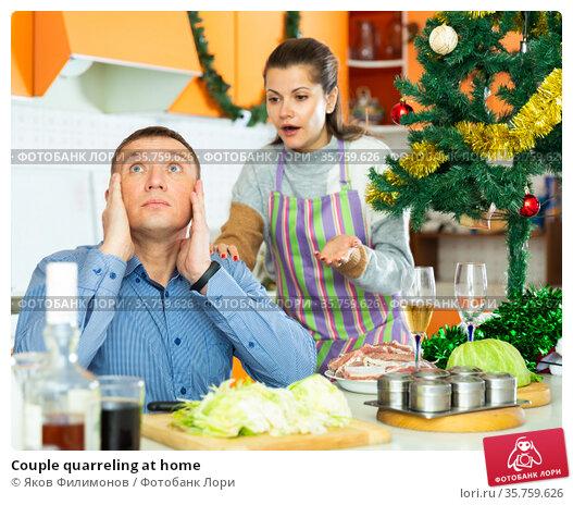 Couple quarreling at home. Стоковое фото, фотограф Яков Филимонов / Фотобанк Лори