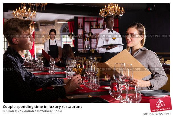 Couple spending time in luxury restaurant. Стоковое фото, фотограф Яков Филимонов / Фотобанк Лори