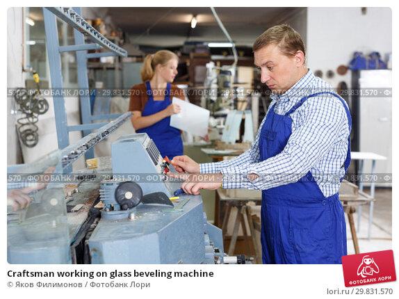 Купить «Craftsman working on glass beveling machine», фото № 29831570, снято 10 сентября 2018 г. (c) Яков Филимонов / Фотобанк Лори