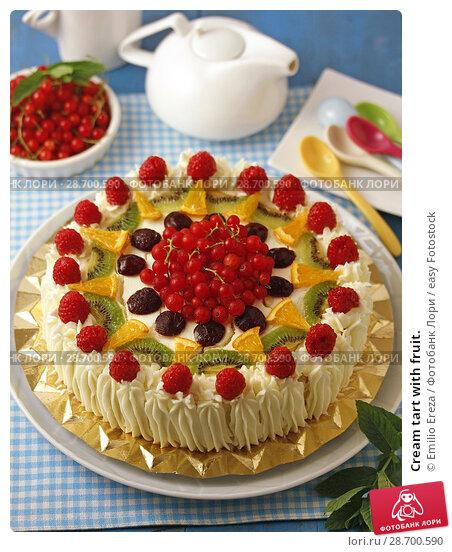 Купить «Cream tart with fruit.», фото № 28700590, снято 27 июня 2018 г. (c) easy Fotostock / Фотобанк Лори