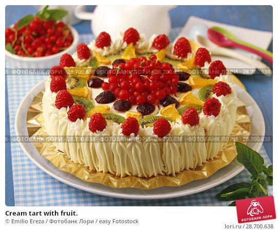 Купить «Cream tart with fruit.», фото № 28700638, снято 27 июня 2018 г. (c) easy Fotostock / Фотобанк Лори