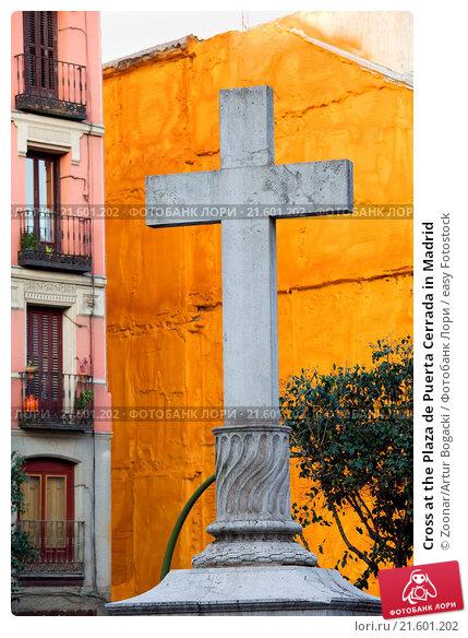 Купить «Cross at the Plaza de Puerta Cerrada in Madrid», фото № 21601202, снято 26 марта 2019 г. (c) easy Fotostock / Фотобанк Лори