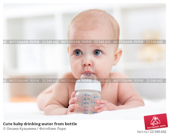 Купить «Cute baby drinking water from bottle», фото № 23549642, снято 7 октября 2015 г. (c) Оксана Кузьмина / Фотобанк Лори