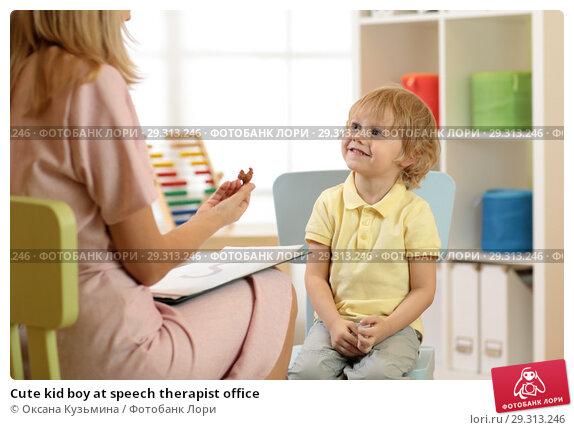 Купить «Cute kid boy at speech therapist office», фото № 29313246, снято 17 ноября 2018 г. (c) Оксана Кузьмина / Фотобанк Лори