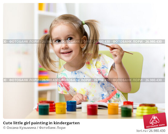 Cute little girl painting in kindergarten, фото № 26980430, снято 30 сентября 2015 г. (c) Оксана Кузьмина / Фотобанк Лори