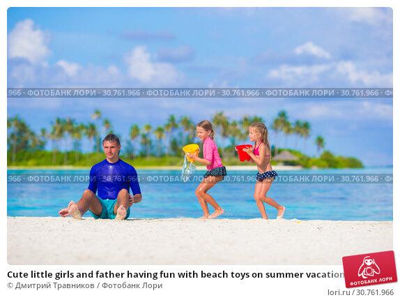 Купить «Cute little girls and father having fun with beach toys on summer vacation», фото № 30761966, снято 9 апреля 2015 г. (c) Дмитрий Травников / Фотобанк Лори