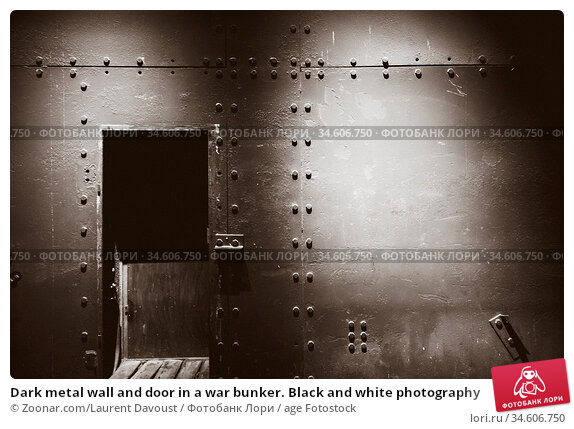 Dark metal wall and door in a war bunker. Black and white photography. Стоковое фото, фотограф Zoonar.com/Laurent Davoust / age Fotostock / Фотобанк Лори