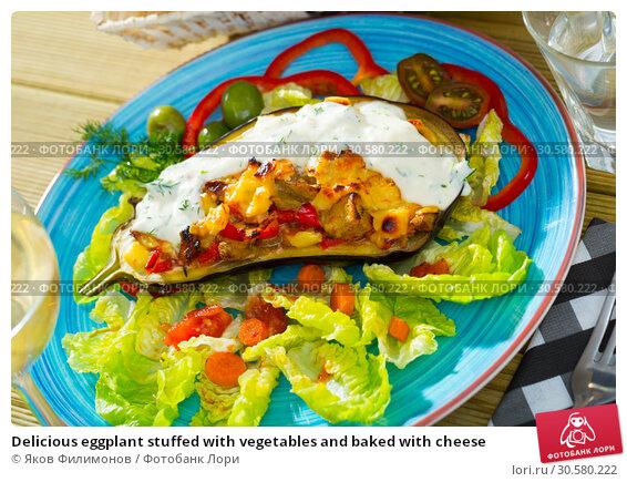 Купить «Delicious eggplant stuffed with vegetables and baked with cheese», фото № 30580222, снято 25 мая 2019 г. (c) Яков Филимонов / Фотобанк Лори