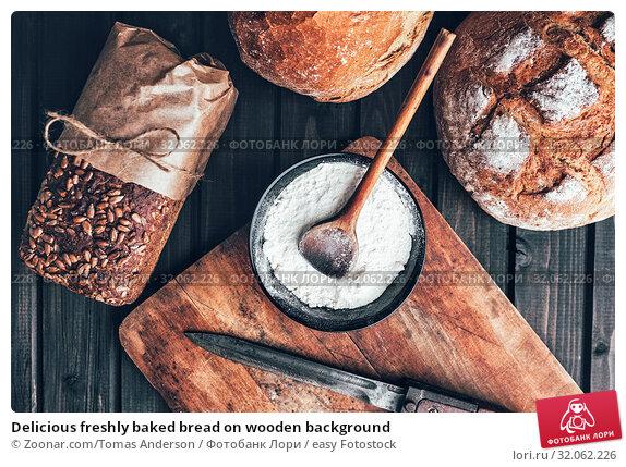 Delicious freshly baked bread on wooden background. Стоковое фото, фотограф Zoonar.com/Tomas Anderson / easy Fotostock / Фотобанк Лори