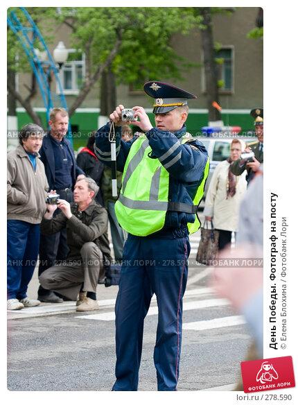 День Победы. Фотограф на посту, эксклюзивное фото № 278590, снято 9 мая 2008 г. (c) Елена Блохина / Фотобанк Лори