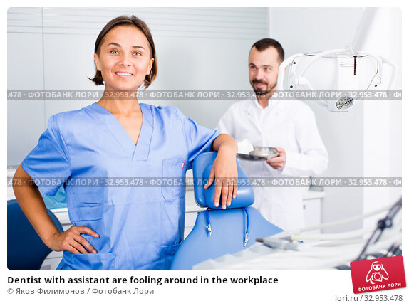 Dentist with assistant are fooling around in the workplace. Стоковое фото, фотограф Яков Филимонов / Фотобанк Лори