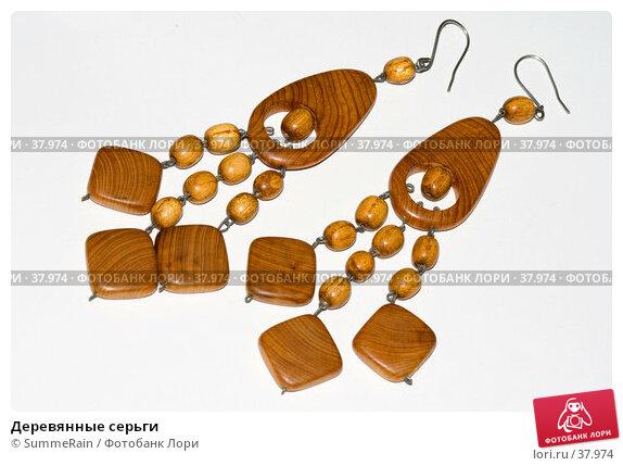 Купить «Деревянные серьги», фото № 37974, снято 27 мая 2018 г. (c) SummeRain / Фотобанк Лори