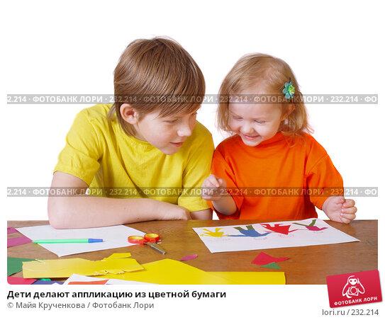 Дети делают аппликацию из цветной бумаги, фото № 232214, снято 24 марта 2008 г. (c) Майя Крученкова / Фотобанк Лори