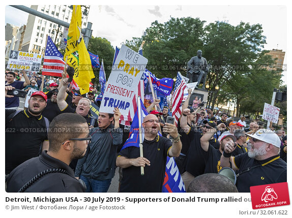 Detroit, Michigan USA - 30 July 2019 - Supporters of Donald Trump rallied outside the first night of the Democratic Presidential Debate. Редакционное фото, фотограф Jim West / age Fotostock / Фотобанк Лори