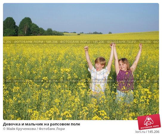 Купить «Девочка и мальчик на рапсовом поле», фото № 145206, снято 24 мая 2007 г. (c) Майя Крученкова / Фотобанк Лори