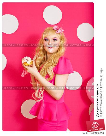 Девушка и десерт картинка #3