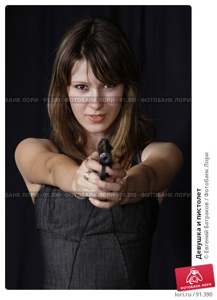 Девушка и пистолет, фото № 91390, снято 1 июля 2007 г. (c) Евгений Батраков / Фотобанк Лори