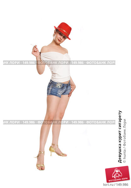 Девушка курит сигарету, фото № 149986, снято 17 июля 2007 г. (c) hunta / Фотобанк Лори