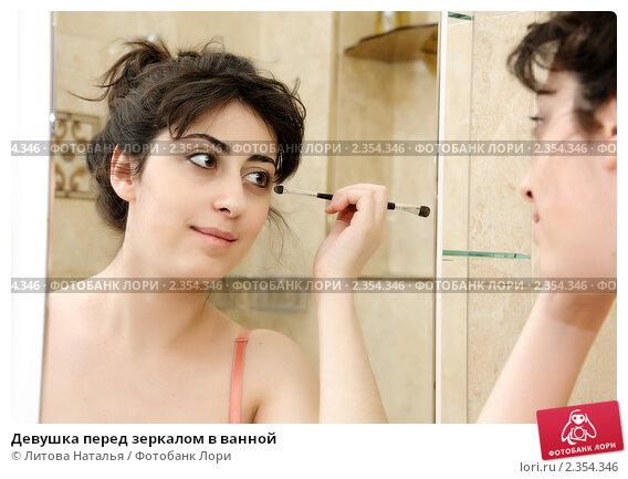 foto-trahayushie-lezha-na-devushke-i-rakom