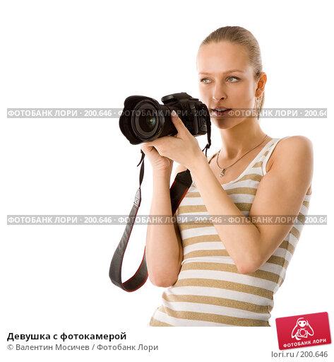 Купить «Девушка с фотокамерой», фото № 200646, снято 1 апреля 2007 г. (c) Валентин Мосичев / Фотобанк Лори