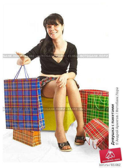 Девушка с пакетами, фото № 83082, снято 14 мая 2007 г. (c) Андрей Армягов / Фотобанк Лори