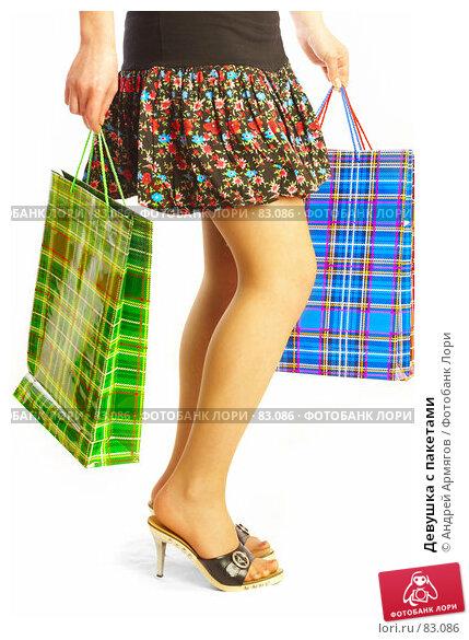 Девушка с пакетами, фото № 83086, снято 14 мая 2007 г. (c) Андрей Армягов / Фотобанк Лори