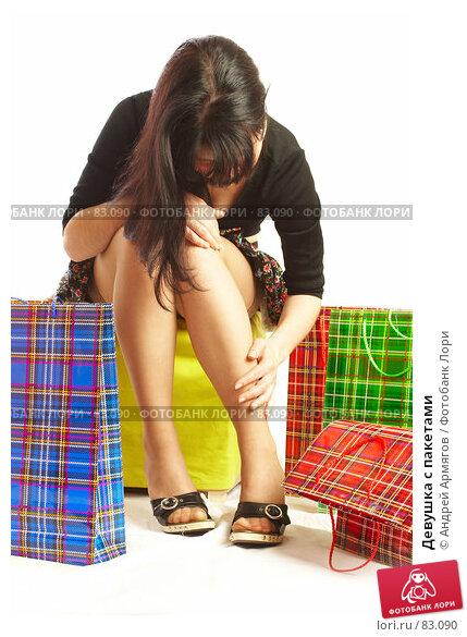 Девушка с пакетами, фото № 83090, снято 14 мая 2007 г. (c) Андрей Армягов / Фотобанк Лори