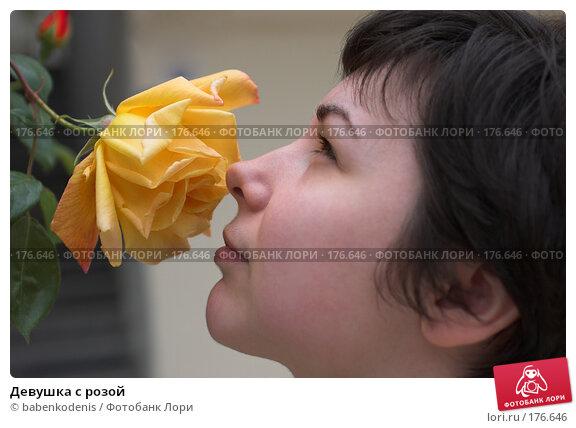 Купить «Девушка с розой», фото № 176646, снято 30 апреля 2006 г. (c) Бабенко Денис Юрьевич / Фотобанк Лори