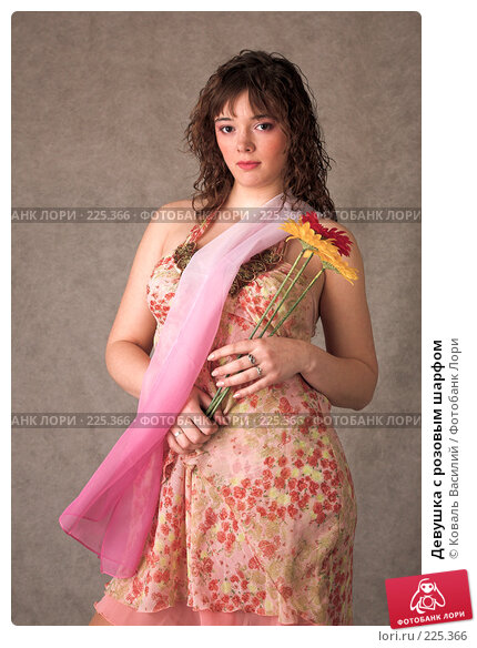 Девушка с розовым шарфом, фото № 225366, снято 27 февраля 2008 г. (c) Коваль Василий / Фотобанк Лори