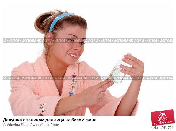Девушка с тоником для лица на белом фоне, фото № 43794, снято 12 мая 2007 г. (c) Vdovina Elena / Фотобанк Лори