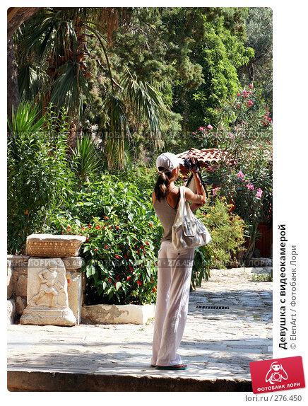 Девушка с видеокамерой, фото № 276450, снято 8 декабря 2016 г. (c) ElenArt / Фотобанк Лори