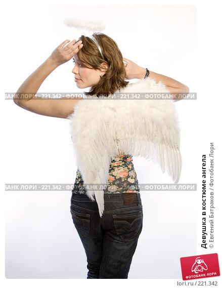 Купить «Девушка в костюме ангела», фото № 221342, снято 10 февраля 2008 г. (c) Евгений Батраков / Фотобанк Лори