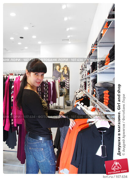 Девушка в магазине. Girl and shop, фото № 107634, снято 29 октября 2007 г. (c) Андрей Армягов / Фотобанк Лори