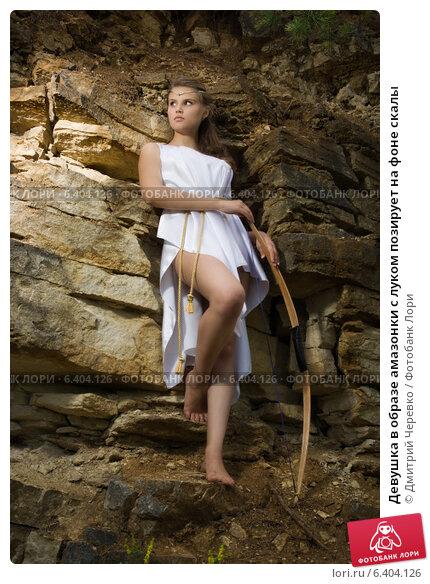 Девушка позирует на скалах, александра ивановская на кастинге вудмана